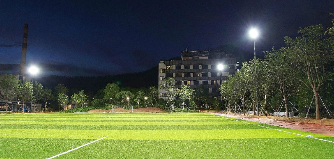 超频三点亮招商蛇口学院足球场照明工程